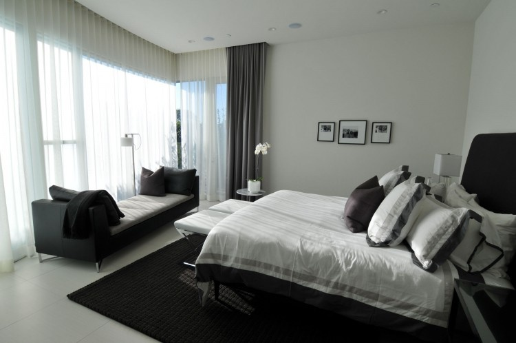 现代主卧室装修效果图大全 卧室落地窗采光设计图片