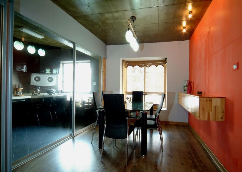 家庭装修餐厅橙色背景墙设计