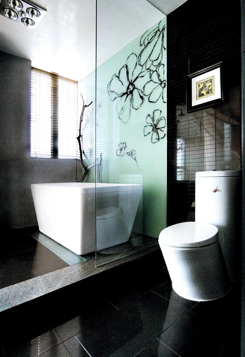 现代卫生间玻璃隔断装修效果图