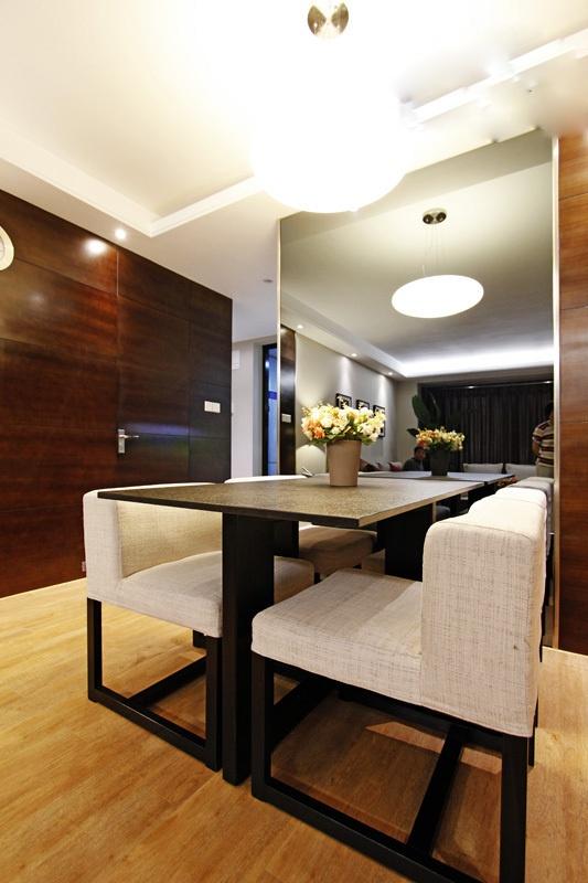 现代家装餐厅玻璃墙隔断效果图欣赏