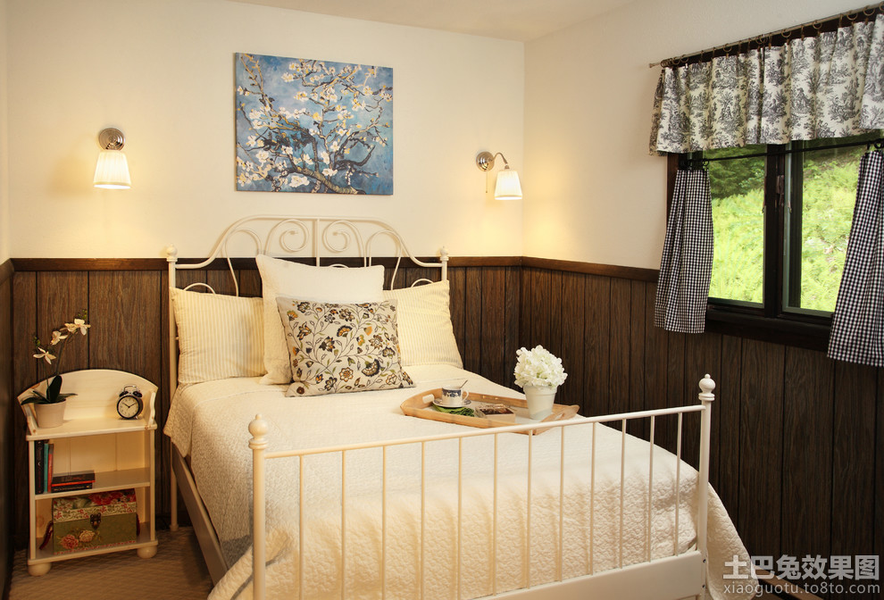 小卧室木墙裙装饰板图片装修效果图