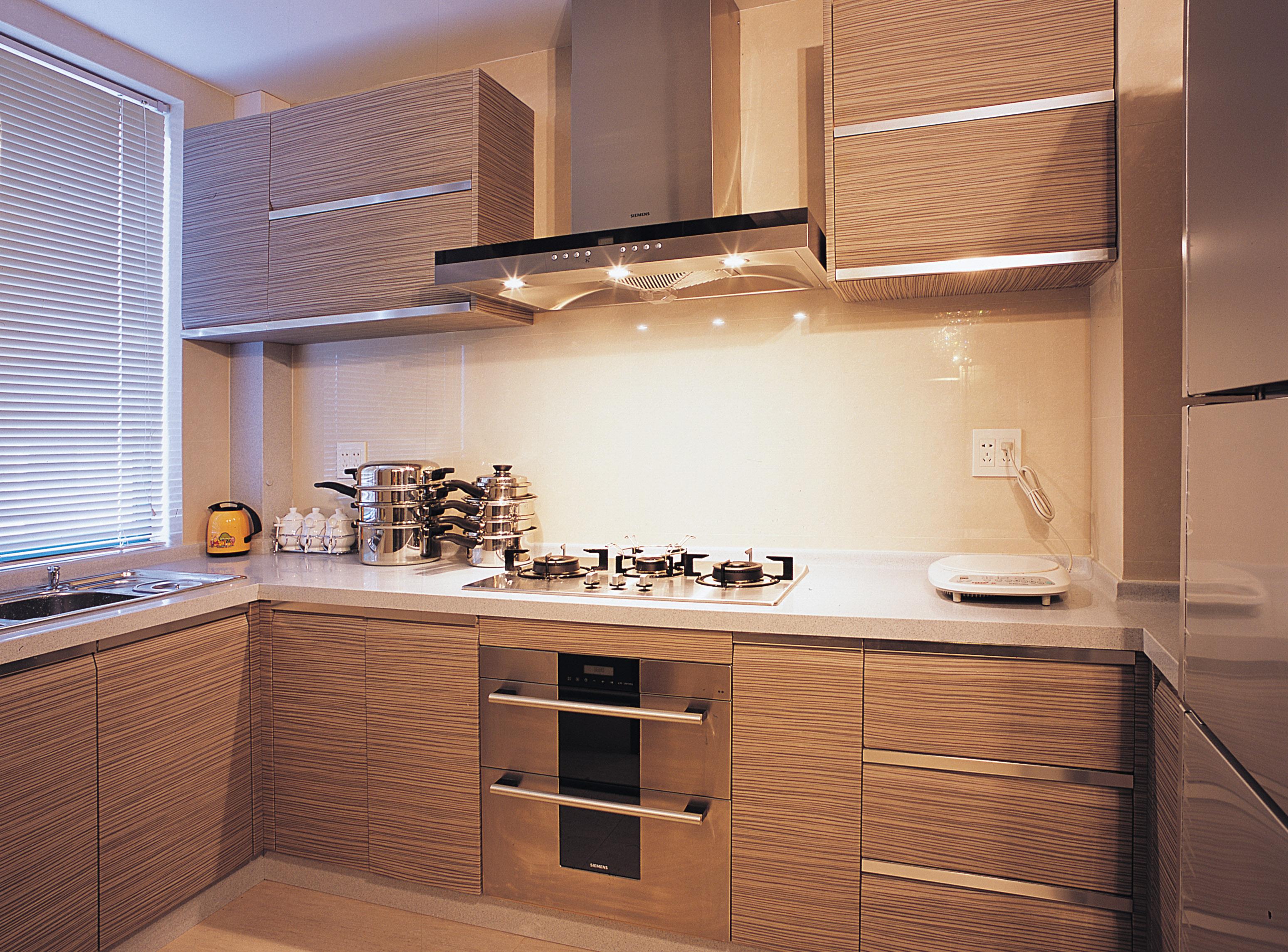 家装厨房实木橱柜效果图片欣赏 (3/6)图片