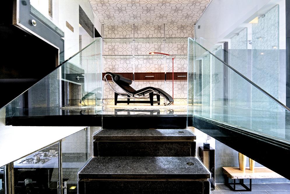 现代时尚别墅楼梯玻璃扶手图片装修效果图