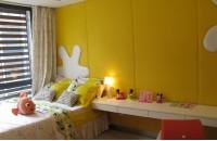 小儿童睡房黄色背景墙装修效果图