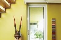别墅过道黄色背景墙装修图片