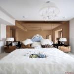 厚实的毛毯懒洋洋的铺洒在卧室的床上,一种不同于公主房的慵懒萦绕期间。