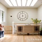 别墅楼梯创意挂钟图片