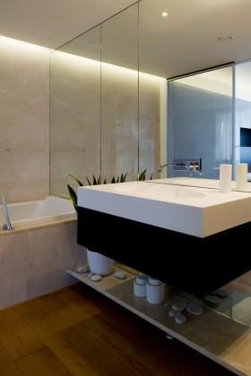 120平公寓卫生间装修效果图261