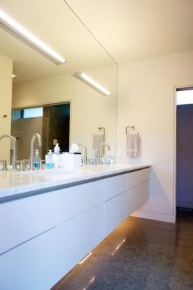 140平四居卫生间简洁装修图片
