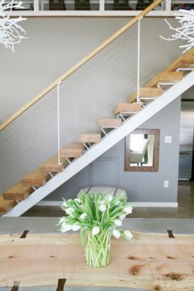 低调淡雅实用家 100平简约二居室楼梯装修