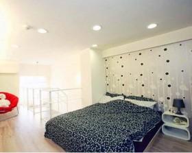 跃层卧室背景墙装修效果图2