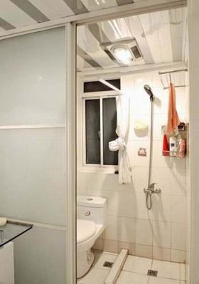 老房白色卫生间装修效果图5