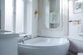 70平欧式公寓卫生间装修效果图51