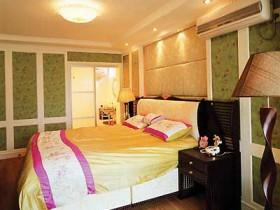 70平二居卧室床装修效果图2