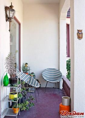 花哨的椅子给阳台空间增加了更多可发挥的空间。