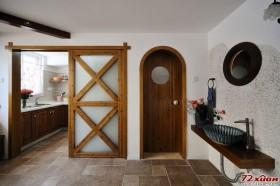 从家具的尺寸比例和局部区域的功能划分,再到主人本身的审美需求,设计师用明亮自然的基调统领了整个设计,