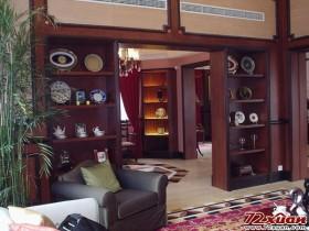 别墅中的书房是比不可少的,不论是放置书籍,还是古玩。
