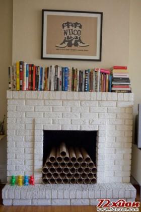 走进家里第一眼看见的,就是这个火炉,火炉顶上的空间用来收纳两兄弟常用的书本。但是为了保持客厅的宽敞明