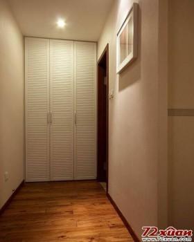 过道中间的缝隙也要利用好,家里面的柜子没有人会嫌多的,可能一开始派不上用场,时间长了就感觉柜子还是太