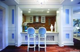 半开放式的厨房显示着家居的不同寻常的美感。