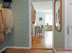 衣帽间没有采用衣柜,而是采用挂式的放置衣服的方法,节省了空间。