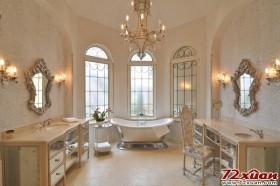 大气通透的卫生间,独立的浴缸、贵气的浴室柜,无一不显示出这个卫生间的奢华。