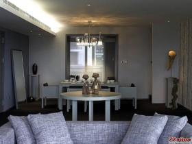 桌上的装饰品点亮整体的简约空间。