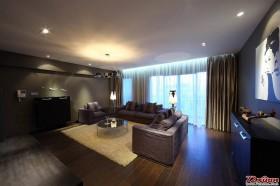 光线并不充盈的客厅反而有着难人寻味的神秘美感。