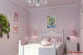 粉色的儿童房摆放着卡通人物的小相框,充满童真童趣。