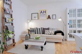 浅色客厅的简约空间。