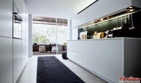 白色的背景作为必要的衬托使家居对色彩搭配有了更好的诠释。