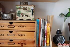 书架上的一角,有几本刚看过的书……