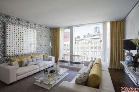 沙发背景墙使用的壁纸和装饰画形成有趣的互补关系。