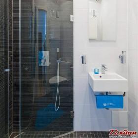洗手池下的毛巾杆充分利用了下部空间。