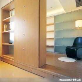 复合设计解决空间难题,龙发,董文斌,多功能室,垫高地板,地板收纳,落地书墙,展示柜,隔间柜,