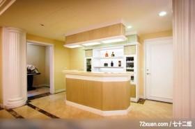 美式风格客厅,龙发,多功能室,岛型吧台,红酒收纳柜,造型天花板,