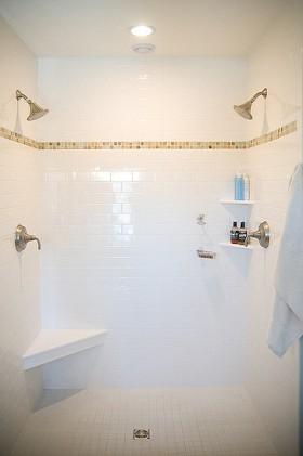 140平公寓卫生间装修效果图194