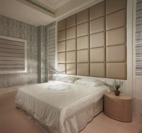 美式大宅 经典华丽 卧室床头软包装修