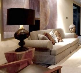 左加:广西防城港禅样板房沙发背景墙