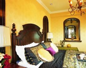 东南亚风格卧室黄色背景墙装修效果图