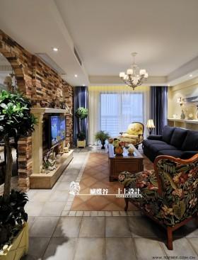 美式田园风格客厅电视背景墙设计图片