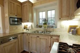 15万打造原木田园风格厨房橱柜装修效果图大全