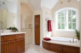 香槟色调三居室地中海风格卫生间浴缸装修效果图