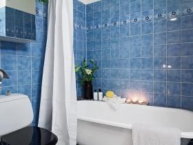 二室二厅家庭卫生间浴缸瓷砖装修效果图