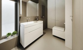 90平白色简约的卫生间装修效果图