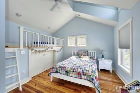 阁楼卧室木地板装修效果图欣赏