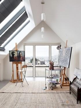 简约风格斜顶阁楼画室工作间吊顶装修效果图