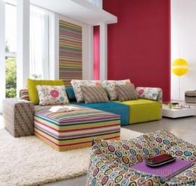 客厅彩虹条纹沙发装修图片