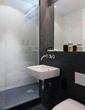 80平小户型现代卫生间瓷砖装修效果图大全