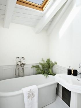 65㎡简约整洁的卫生间浴缸装修效果图大全